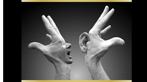 mains bouche-oreille 2